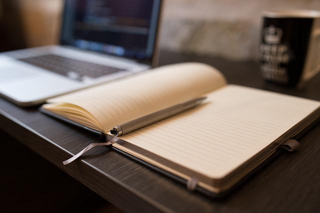 文章を書く ノートパソコン ノート