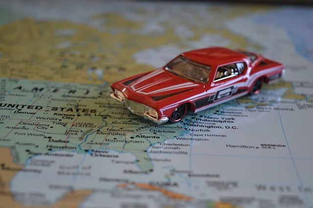 赤い車 おもちゃ